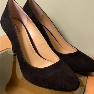 Michael Kors sued black pumps